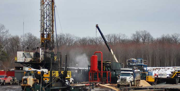 drillinginstateforest1TomPelton-CBFStaff_695x352.jpg