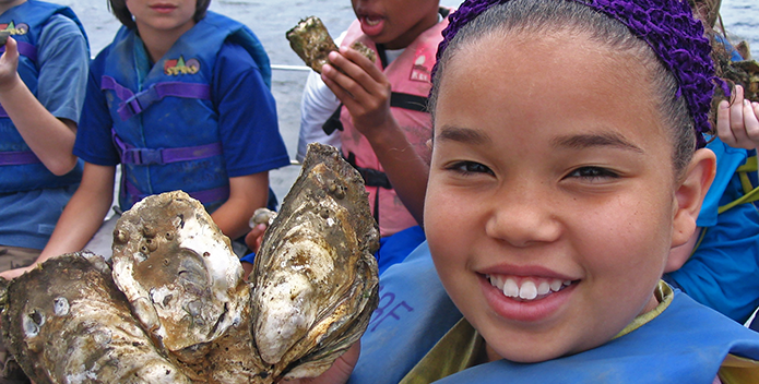 education-arthur-sherwood-center-students-oysters-tgranberg_695x352.png